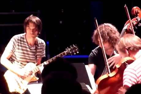 Jonny Greenwood 'Skip Loop' (live video)