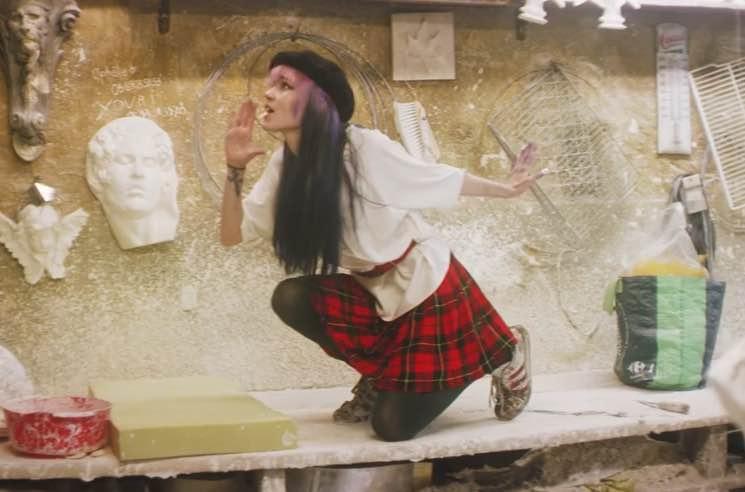 Grimes 'California' (video)