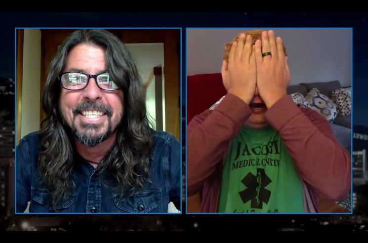 "Dave Grohl Surprised a New York Nurse with a Personal ""Everlong"" Performance"