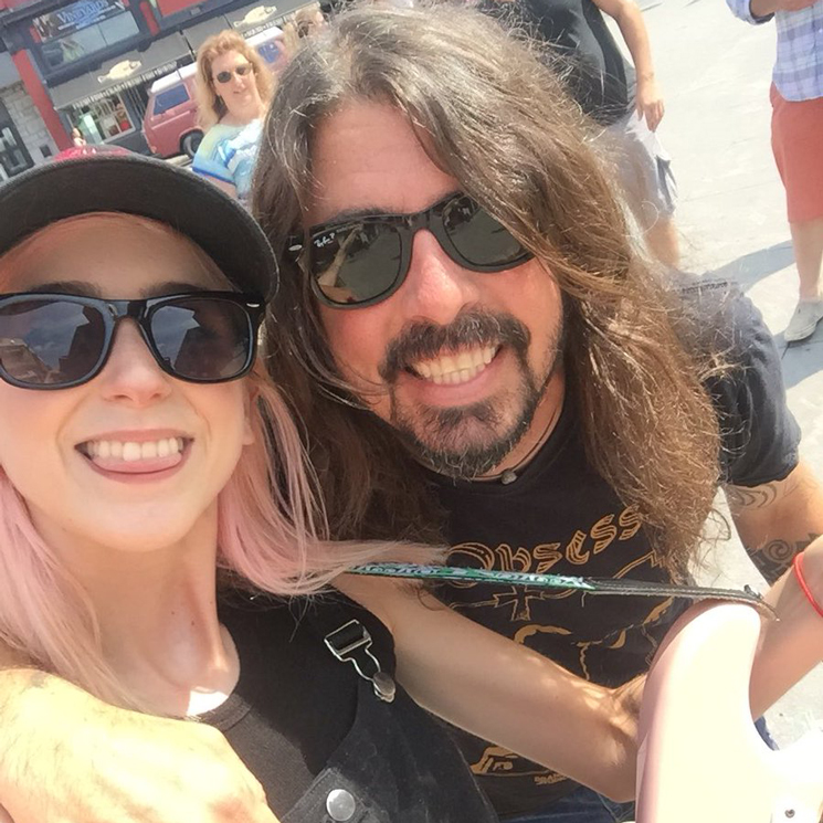 Dave Grohl Meets Ottawa Busker Playing Foo Fighters Songs