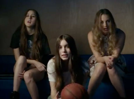 "HAIM ""Don't Save Me"" (video)"