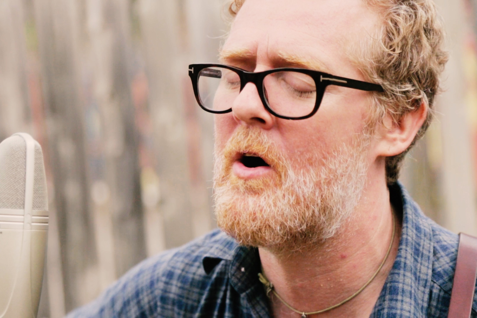 "Glen Hansard ""Her Mercy"" on Exclaim! TV"