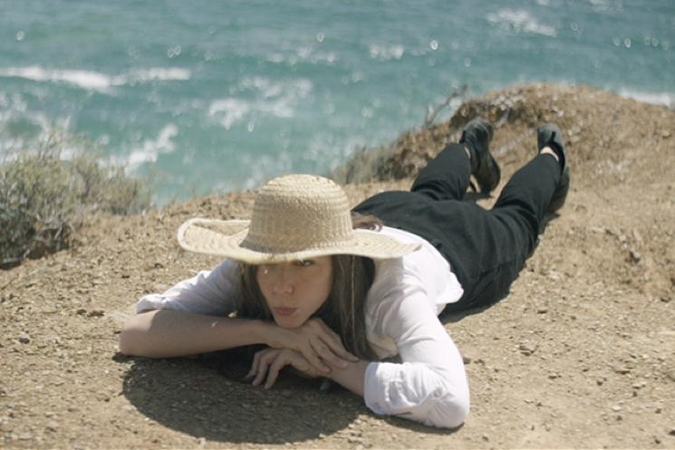 "Julia Holter ""Sea Calls Me Home"" (video)"