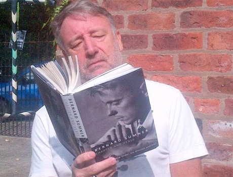 "Beefs 2014: Peter Hook Blasts Bernard Sumner for ""Cruel and Spiteful"" New Memoir"
