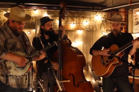 "The Howlin' Brothers ""Gone"" on Exclaim! TV"