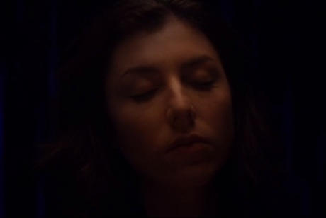 "Julia Holter ""Horns Surrounding Me"" (video)"