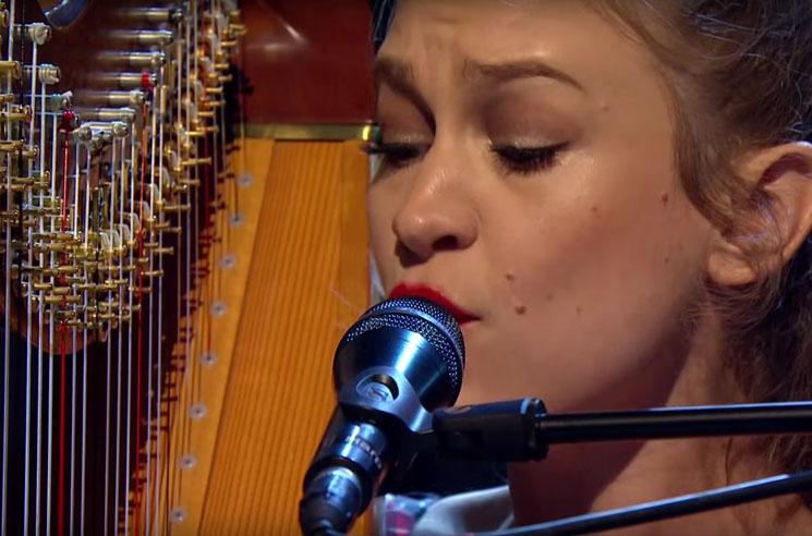 "Joanna Newsom ""Leaving the City"" (live on 'Jools Holland')"