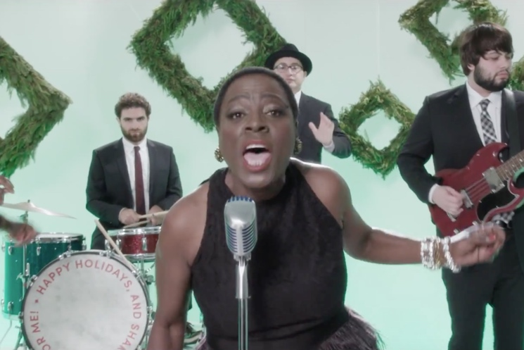 "Sharon Jones & the Dap Kings ""White Christmas"" (video)"