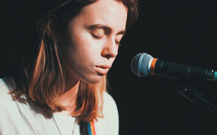 "Julien Baker ""Sprained Ankle"" / ""Rejoice"" on Exclaim! TV"