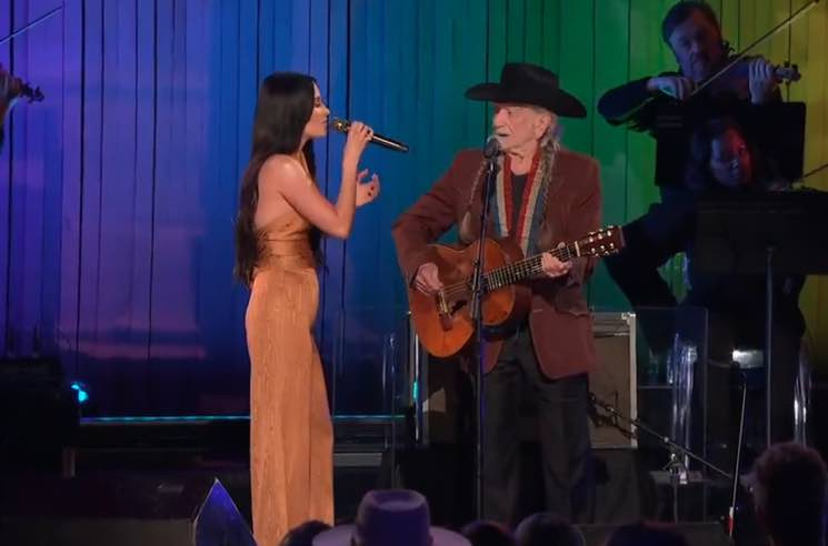 "​Watch Kacey Musgraves and Willie Nelson Cover Kermit the Frog's ""The Rainbow Connection"""