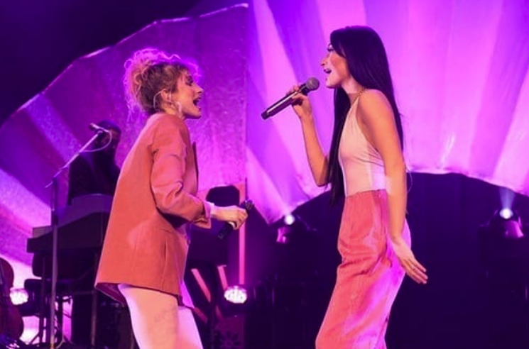 "​Kacey Musgraves Brought Out Paramore's Hayley Williams to Sing ""Girls Just Want to Have Fun"""