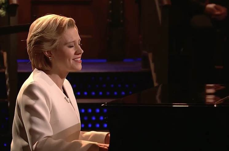 "​Watch Kate McKinnon Cover Leonard Cohen's ""Hallelujah"" as Hillary Clinton on 'SNL'"