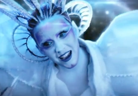 Katy Perry 'E.T.' (ft. Kanye West) (video)