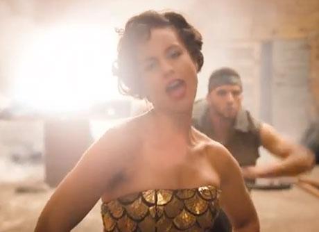 "Alicia Keys ""New Day"" (video)"