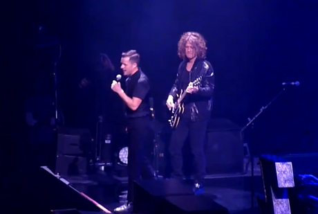 """The Killers """"With or Without You"""" (U2 cover) (live video)"""