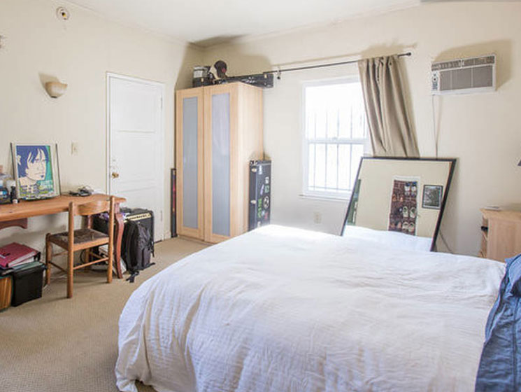 Kurt Cobain and Courtney Love's Old L.A. Apartment Available on Airbnb
