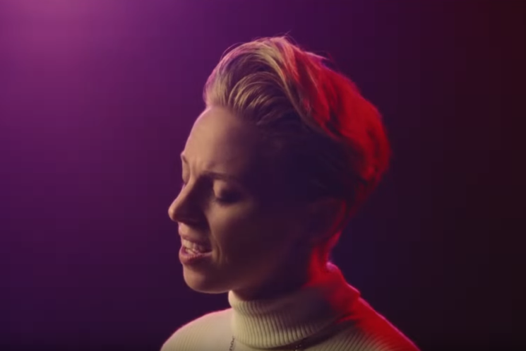 La Roux Shares Technicolour Video for 'Gullible Fool'