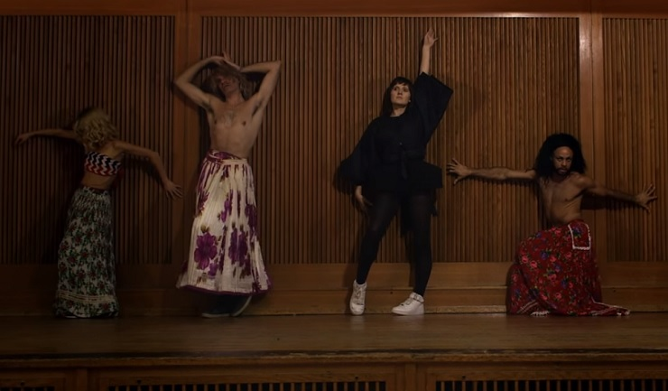 """Cate Le Bon """"Love Is Not Love"""" (video)"""