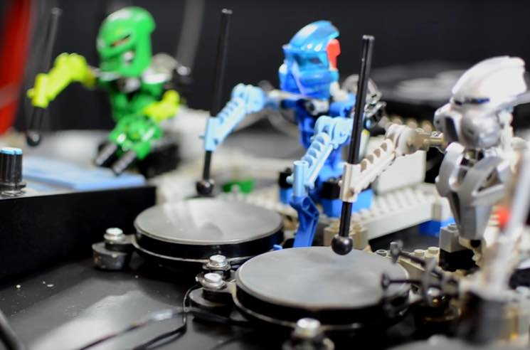 "​Watch Lego Robots Play Kraftwerk's ""The Robots"""