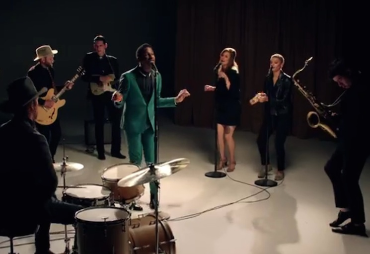 "Leon Bridges ""Smooth Sailin'"" (video)"