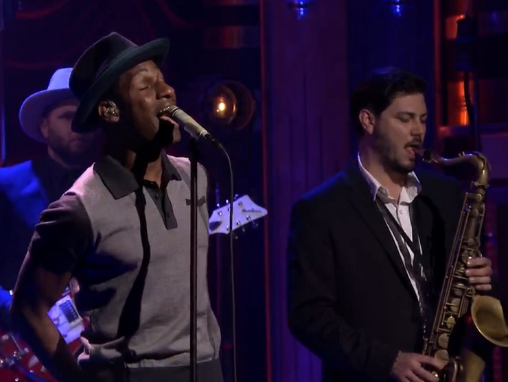 "Leon Bridges ""Coming Home"" (live on 'Fallon')"