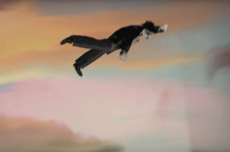 Leonard Cohen 'Leaving the Table' (video)