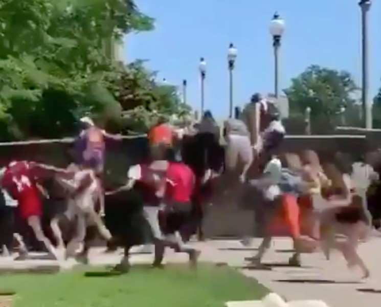 Watch a Swarm of Fans Break into Lollapalooza by Jumping Fence