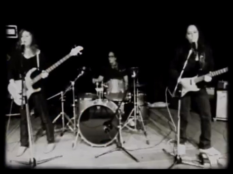 Luscious Jackson 'Show Us What You Got' (video)