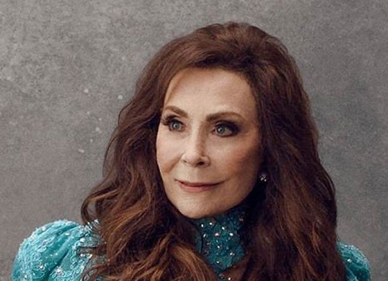 Loretta Lynn Postpones New Album and Cancels All 2017 Shows Following Stroke