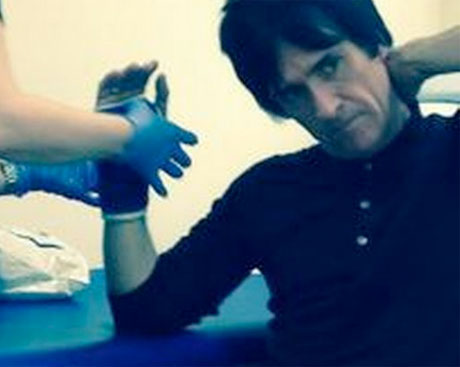 Johnny Marr Breaks Hand in Jogging Accident