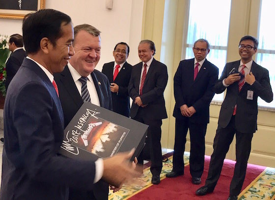 The Prime Minister of Denmark Gave the President of Indonesia a Signed Metallica Box Set