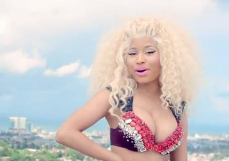 "Nicki Minaj ""Pound the Alarm"" (video)"