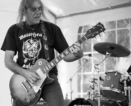 "Former Motörhead Guitarist Michael ""Würzel"" Burston Dies at 61"