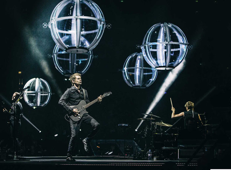 'Muse: Drones World Tour' Review: Confused Messaging Distorts Moody Alt-Rock
