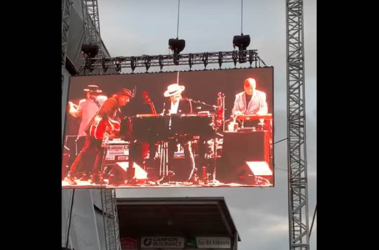 Watch Neil Young and Bob Dylan Share the Stage for the First Time in 25 Years
