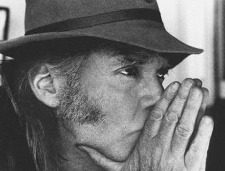 Neil Young Penning Memoirs