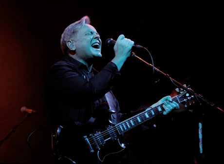 New Order's Bernard Sumner Breaks Leg, Continues on with North American Tour