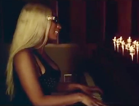 "Nicki Minaj ""Up in Flames"" (video)"