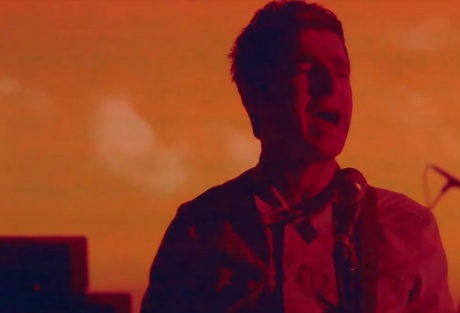 Noel Gallagher 'In the Heat of the Moment' (video)