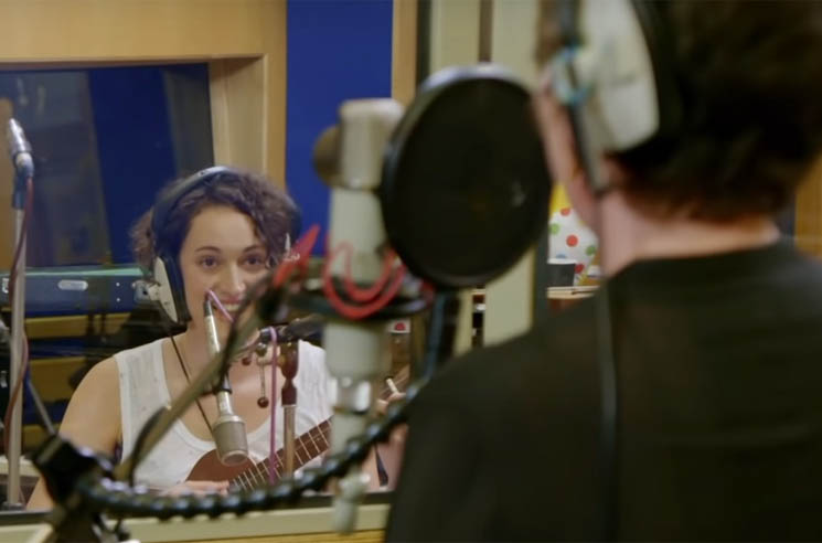 "Watch ​'Fleabag' Co-Stars Olivia Colman and Phoebe Waller-Bridge Cover Portishead's ""Glory Box"""