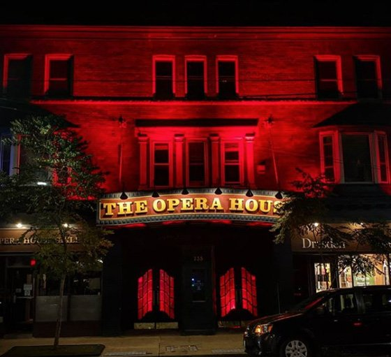 Canadian Venues Turn Red in Support of the Entertainment Industry