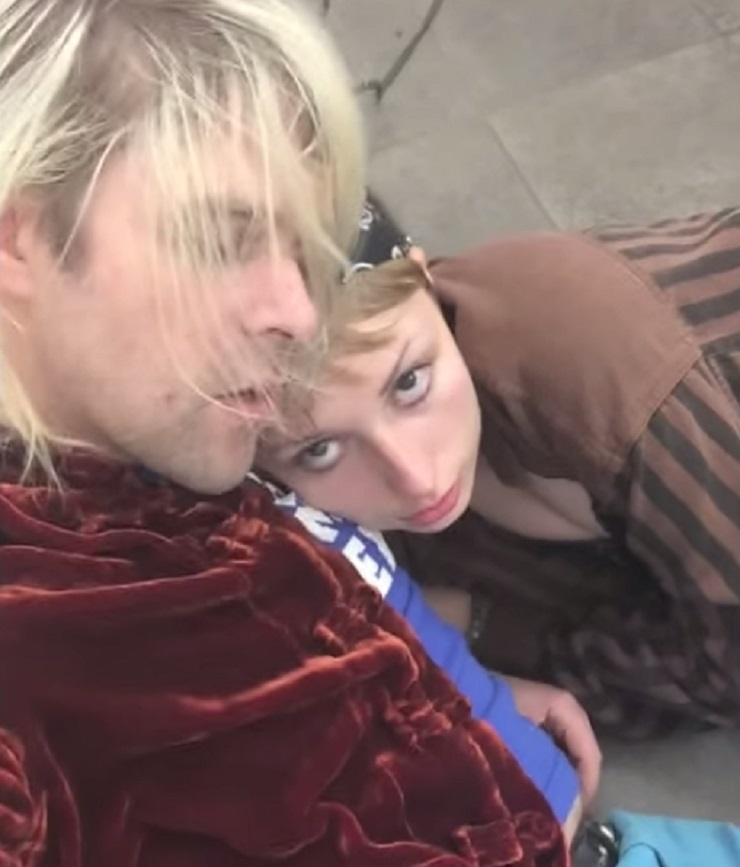 "Ariel Pink ""I Need a Minute"" (video)"