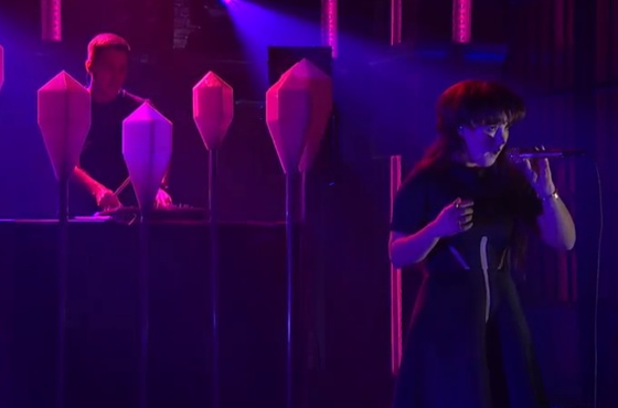 Purity Ring 'Begin Again' (live on 'Meyers')