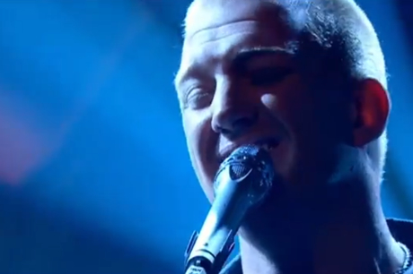 "Queens of the Stone Age ""My God is the Sun"" / ""I Sat by the Ocean"" (live on 'Later with Jools Holland')"