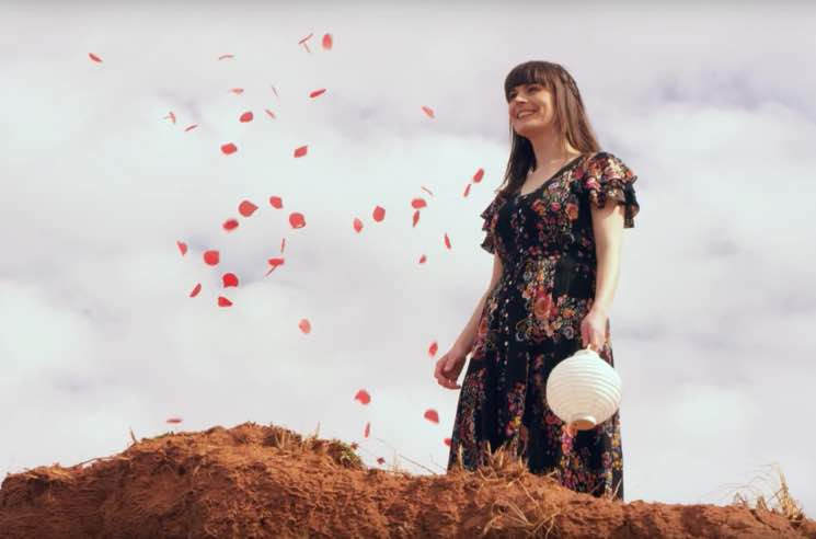 ​Rachel Beck Premieres 'Hearts on Fire' Video