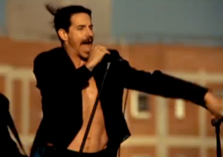"""Red Hot Chili Peppers """"The Adventures of Rain Dance Maggie"""" (video)"""
