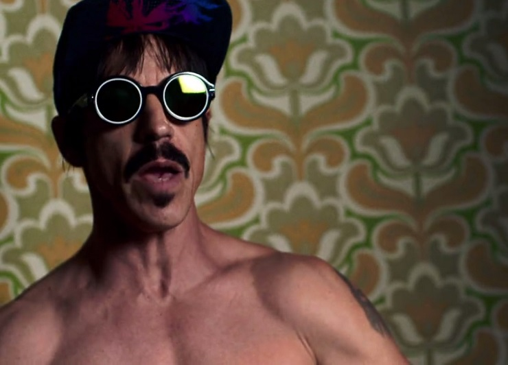 Red Hot Chili Peppers 'Dark Necessities' (video)