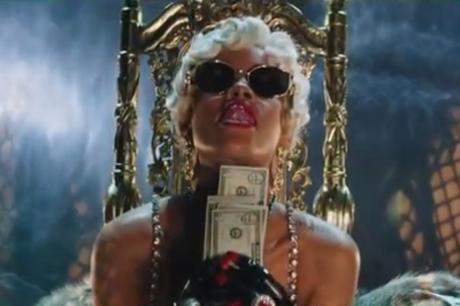 """Rihanna """"Pour It Up"""" (video)"""