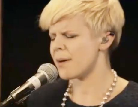 "Robyn ""When Doves Cry"" (Prince cover)"