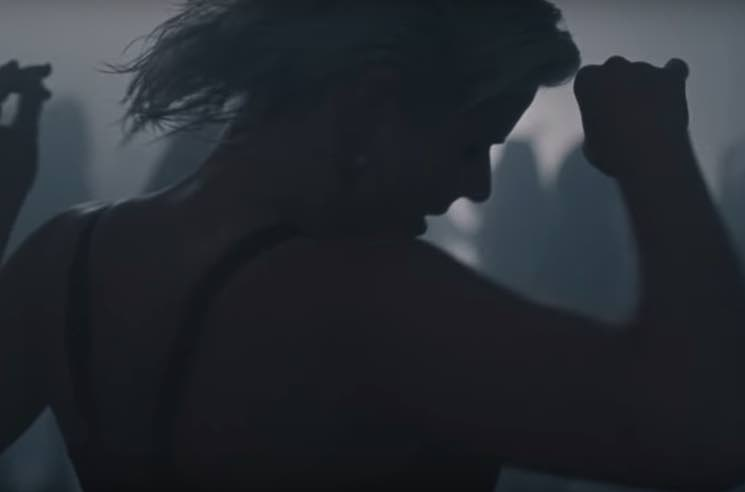 "​Robyn Dances All Night in ""Honey"" Video"